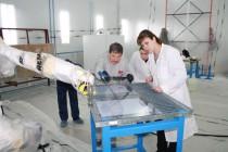 В окрасочно-сушильной камере SPK GROUP проведены испытания по нанесению оптических покрытий на листы поликарбоната с помощью робота