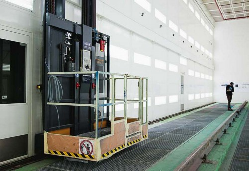 Электровозосборочный завод г. Астана (Казахстан). Подготовительная камера для окраски локомотивов.