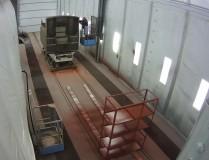 Подготовка к покраске узкоколейной железнодорожной техники в камере SPK