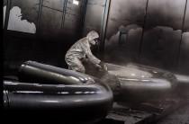 Для повышения эксплуатационных характеристик металлоконструкций требуется покраска и нанесение антикоррозийных покрытий на трубопроводы и резервуары. Нанесение краски на трубы позволяет обезопасить их от внешних повреждений и коррозийного воздействия, а нагрузки они испытывают колоссальные: перепады температур, высокая влажность.