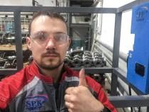 Наш ведущий инженер-конструктор Алексей Вахтер в Челябинске производит модернизацию ножничного подъемника SPK для повышения его эксплуатационных характеристик.