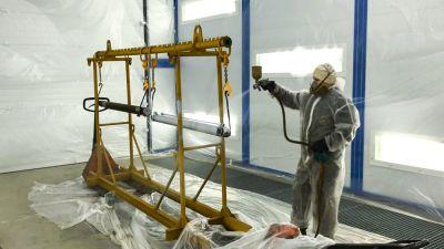 Покраска деталей спецтехники в новой покрасочно-сушильной камере