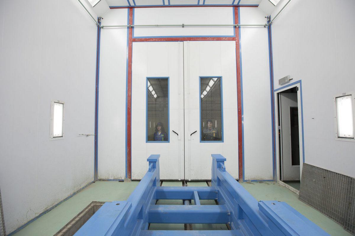 Завод по производству дизельных двигателей для локомотивов GEVO. Покрасочно-сушильная камера для дизельных двигателей.